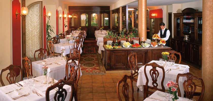 Hotel Le Palme, Limone, Lake Garda, Italy - Restaurant.jpg